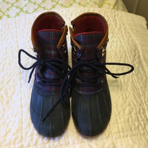 f6390ebb56c4a Tommy Hilfiger women s lined duck rain boots 7M. M 5b672e8f800deed05d856a83